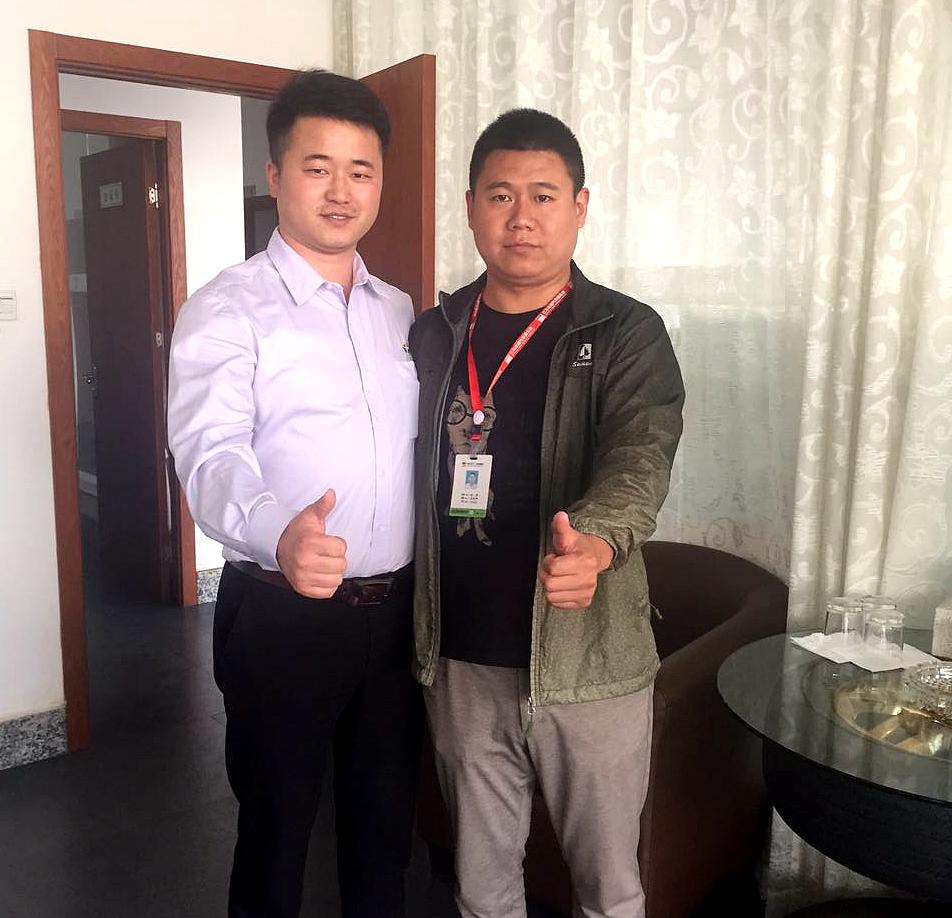 万特涂料汽车漆市场部杨经理与达诚总经理的合影
